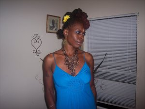 BLACK SKINNED BEAUTY SALIS RE has a blog-sisterlockswithstyle.blogspot.com