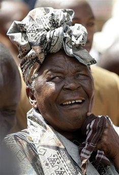 SARAH OBAMA,HIS STEP GRANDMOTHER REACTS AFTER HEARING OF OBAMA'S WIN!