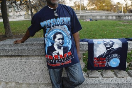 HUSTLING THOSE OBAMA SHIRTS ON ELECTION DAY CHITOWN!