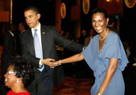 THE FIRST BLACK FIRST LADY OF BELIZE IS BLOWN AWAY BY OBAMA'S KISS!